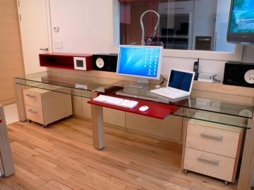 Büromöbel aus Birkensperrholzplatten