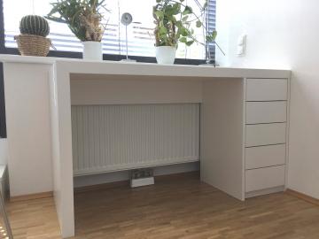 Schreibtisch mit Ladenkorpus, Material Dekorspanplatte, Topweiss matt