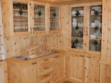 Zirbenholzschrank - Korpus und Laden aus massiven Zirbenholz. Oberfläche geölt.