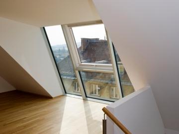 Dachgaupe aus Pfosten-/Riegelsystem mit Holz/Alu Dachflächenfenster