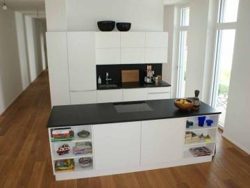 Küche mit Kochinsel und Metall Griffleisten