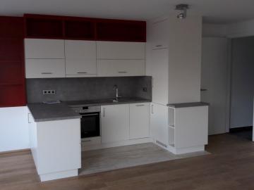 Küche mit Kunststoff-Front