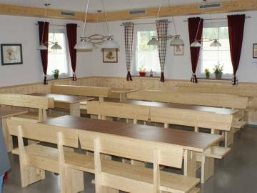 Sitzbänke für Heurigenlokal in Fichte massiv