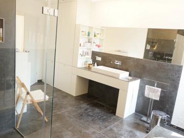 Waschtischunterbau mit Schleiflackoberfläche, Arbeitsplatte Fliesen-Keramik