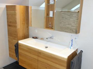 Badezimmermöbel aus Wildeiche massiv mit Waschtischbeleuchtung, Spiegelschrank mit Spiegelbeleuchtung mit