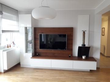 TV-Möbel, Oberfläche in Glasoptik, mit Schubladen u. Klappe, Schrank mit Eckverglasung, TV-Rückwand und Ablageplatte in Eiche Bronce Crack furniert