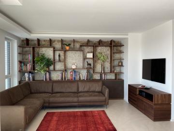 Wohnzimmer-Wandregal Nussbaum massiv, Unterschrank Schiebetürfronten aus Keramik
