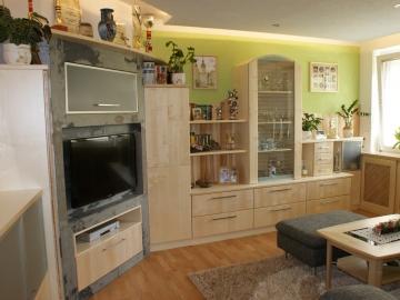 Wohnzimmer in Birke massiv kombiniert mit RAPHA Stone Elementen