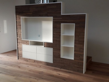 TV-Möbel mit 3D Wandverkleidung